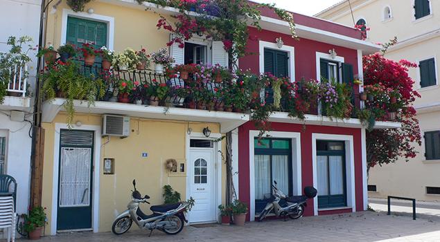Wandelen op Zakynthos - Gekleurde huizen