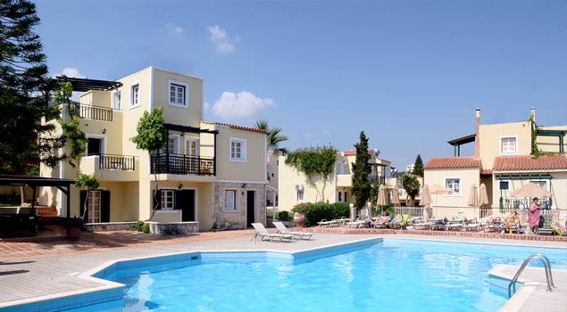 Zwembad bij Porto Village