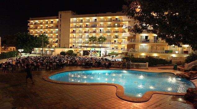 Club Palma Bay - Facade at night