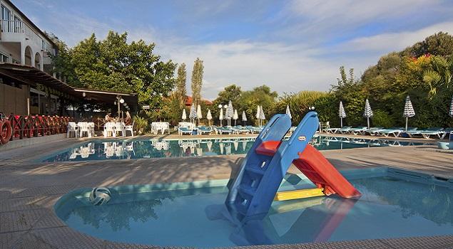 Zwembad Kassandra Appartementen