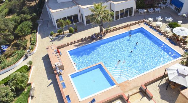 Zwembad bij Club Eloro