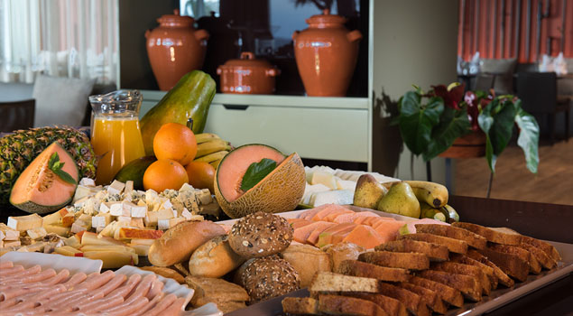 Ontbijtbuffet bij Savoy Madeira