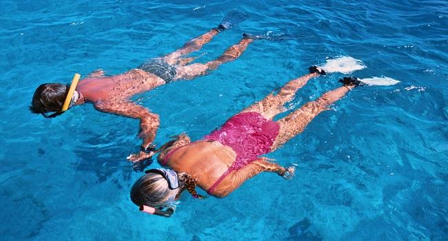 2 snorkelende mensen