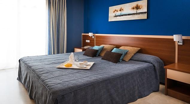 Mooi opgemaakt bed