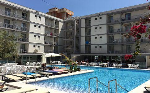Los alamos met het zwembad