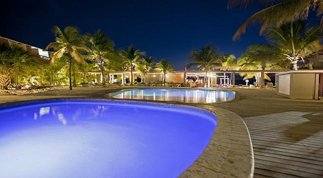 Zwembad by night