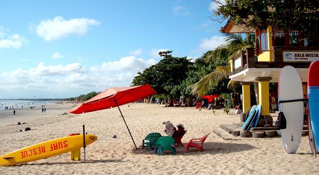 Het brede strand van Kuta